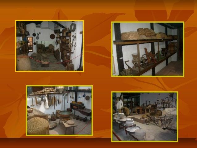 У музеју је изложено 96 различитих обреднихУ музеју је изложено 96 различитих обредних хлебова (божићни, ускршњи, славски....