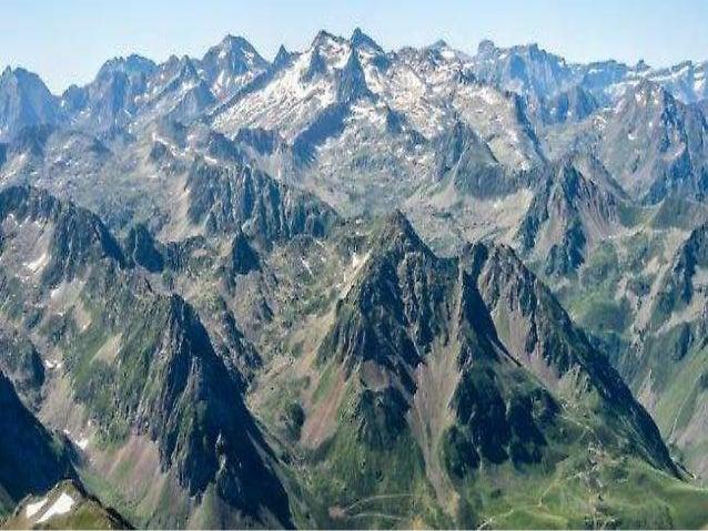 Τα Πυρηναία είναι από τις μεγαλύτερες οροσειρές της Ευρώπης. Βρίσκονται ανάμεσα στην Ισπανία και τη Γαλλία και αποτελούν κ...