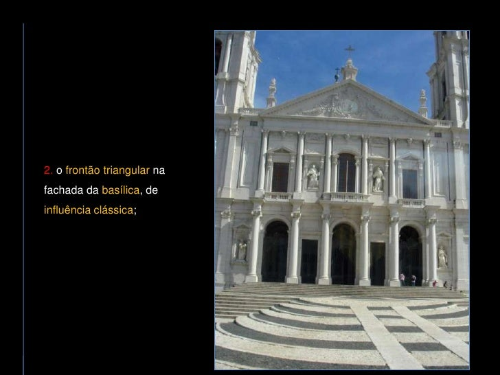 2. o frontão triangular na fachada da basílica, de influência clássica;