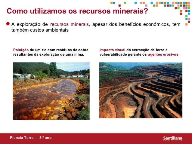 A exploração de recursos minerais, apesar dos benefícios económicos, temtambém custos ambientais:Poluição de um rio com re...