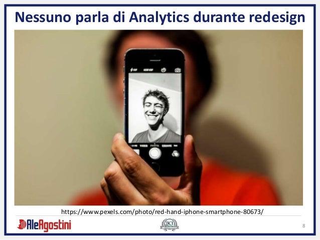 8 Nessuno parla di Analytics durante redesign https://www.pexels.com/photo/red-hand-iphone-smartphone-80673/
