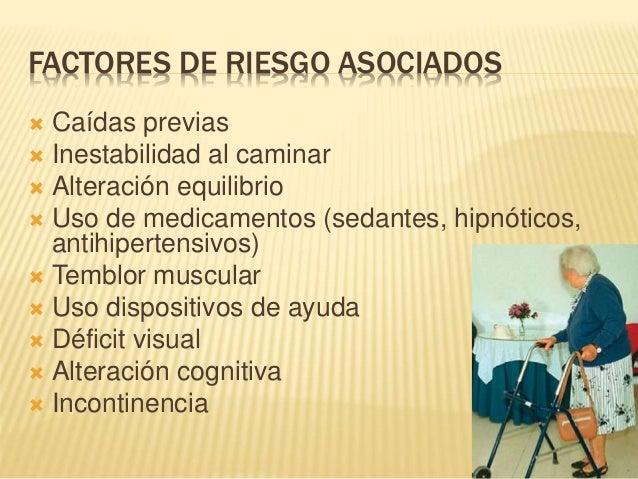 FACTORES DE RIESGO ASOCIADOS  Caídas previas  Inestabilidad al caminar  Alteración equilibrio  Uso de medicamentos (se...