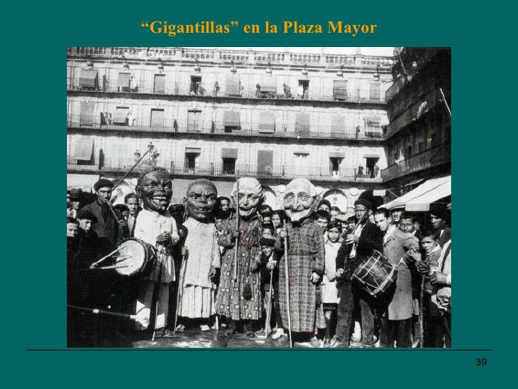 """"""" Gigantillas"""" en la Plaza Mayor"""