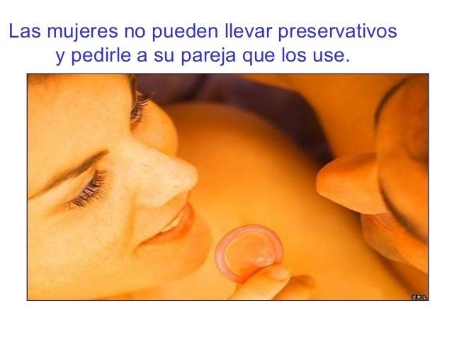 Las mujeres no pueden llevar preservativosy pedirle a su pareja que los use.