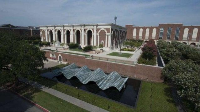 WAVE. Obra del artista Santiago Calatrava. Instalada fuera del nuevo Meadows Museum Building en el campus de la Universida...