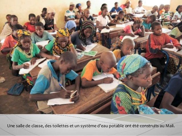 Une salle de classe, des toilettes et un système d'eau potable ont été construits au Mali.