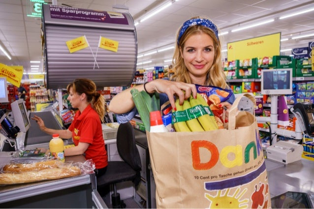 Susan Sideropoulos wirbt für neue Spendentaschen