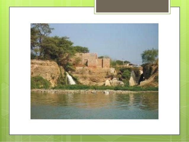    Otro foco infeccioso es el conocido Canal Vía    donde      las  aguas    servidas   que    afloran    incontenibles d...