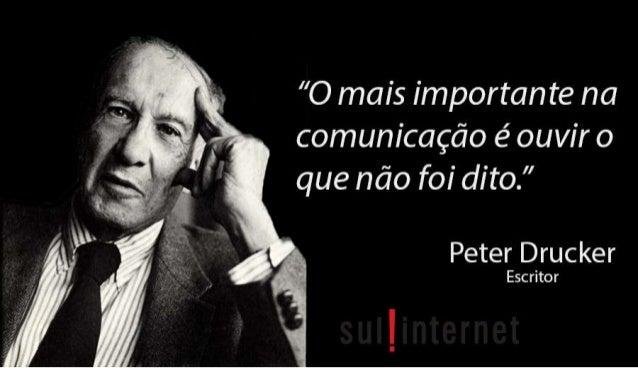 """» O  «M """"O mais importante na     e  comunicação é ouvir O """" ,   que não fo¡ dito. """"   Peter Drucker  ' *É* 5 Escritor"""
