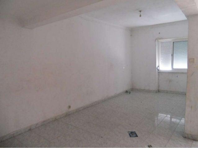Apartamento de tipologia T1+1, com 1 varanda. Este apartamento localiza-se no lado norte do edifício dos Bombeiros Voluntá...