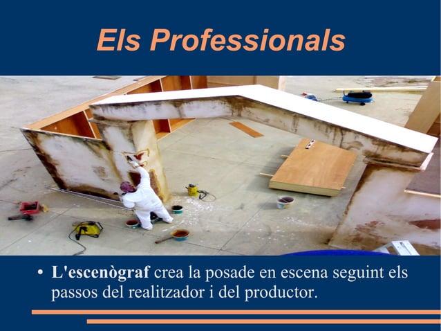 Els Professionals ● L'escenògraf crea la posade en escena seguint els passos del realitzador i del productor.