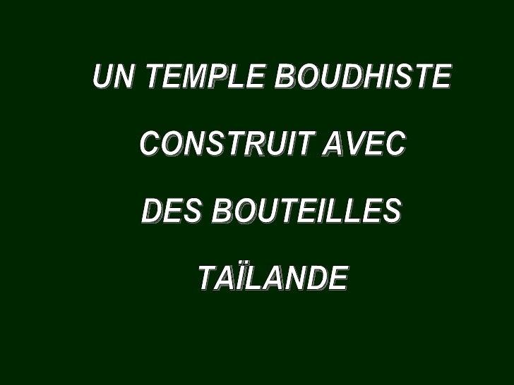 UN TEMPLE BOUDHISTE  CONSTRUIT AVEC  DES BOUTEILLES TAÏLANDE