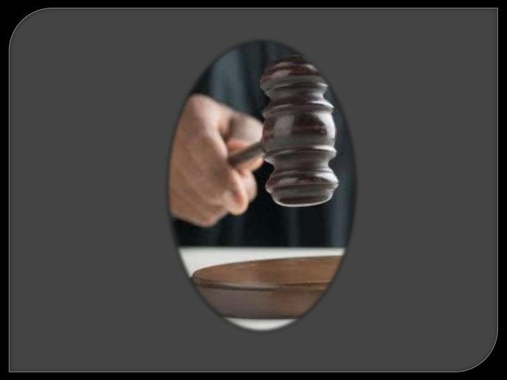 a)   Sujeto pasivo y sujeto activo.b)   Sujeto típico y sujeto culpable.c)   Sujeto jurídico y sujeto penal.