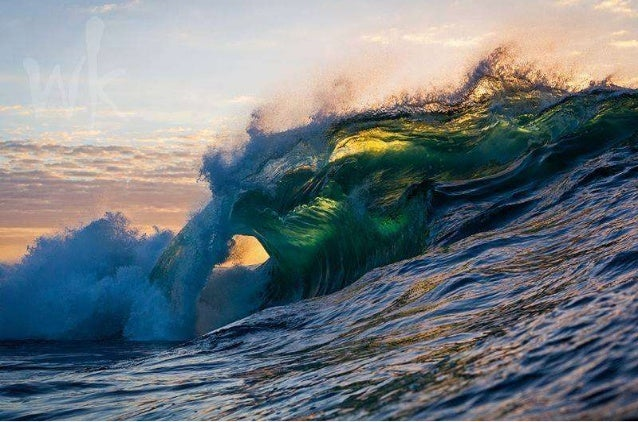 The power of the ocean:   Magic Waves