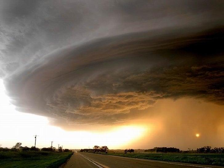 Tornados y huracanes. kideak.blogspot.com Slide 2