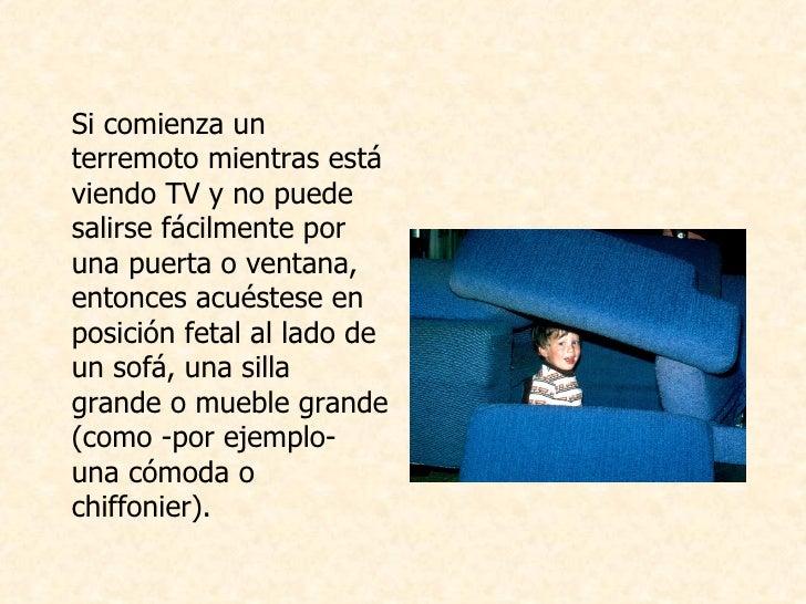 <ul><li>Si comienza un terremoto mientras está viendo TV y no puede salirse fácilmente por una puerta o ventana, entonces ...