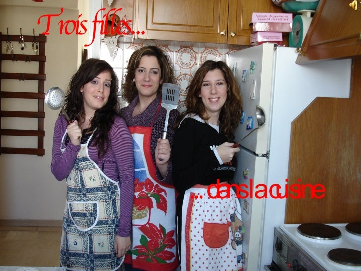 Trois filles... ... dans la cuisine