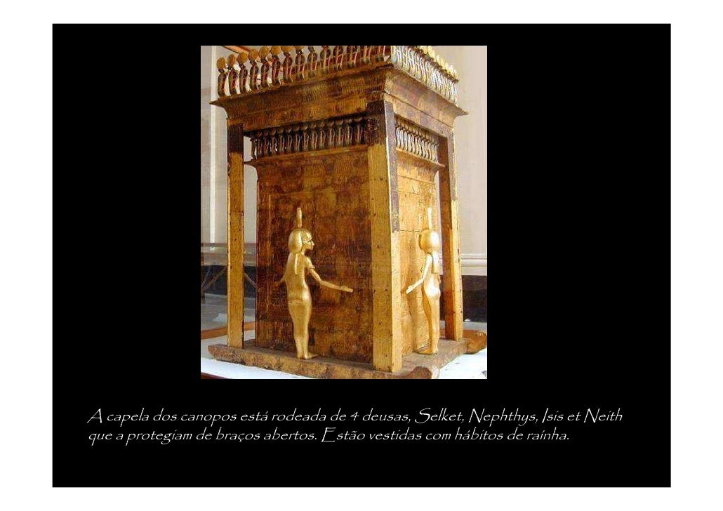 Cofre em forma de capela encimado por Anubis