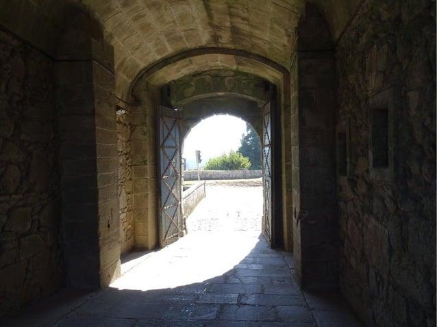 Castillo de Valença, consideradaCastillo de Valença, considerada la mayor fortaleza del Alto Miño.la mayor fortaleza del A...