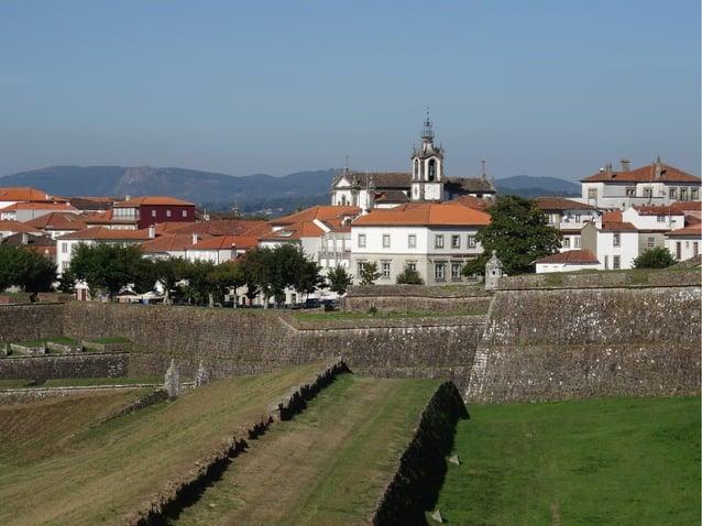 La Fortaleza como talLa Fortaleza como tal está construida enestá construida en piedra y conserva 4piedra y conserva 4 pue...