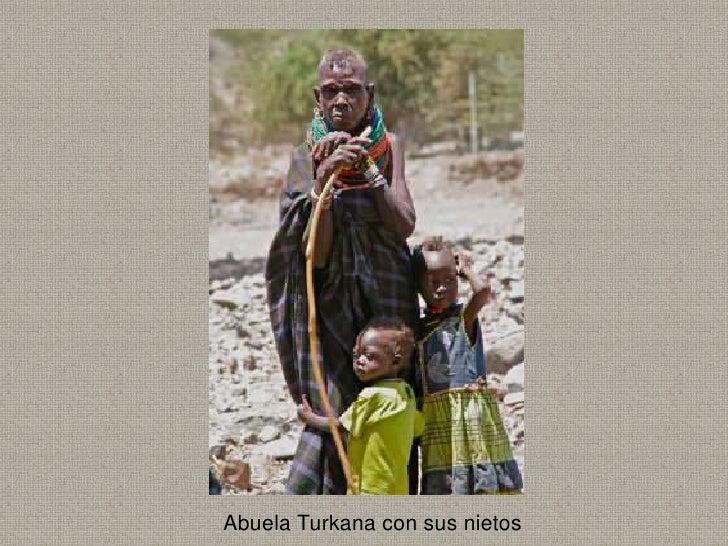 Abuela Turkana con sus nietos