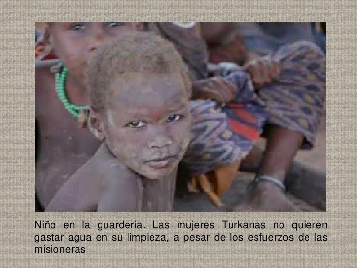 Niño en la guarderia. Las mujeres Turkanas no quierengastar agua en su limpieza, a pesar de los esfuerzos de lasmisioneras