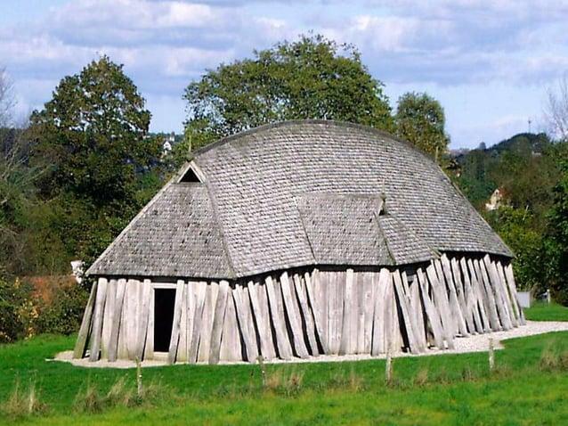 huizen waren lang en smal (7,5  m op 4m)  in één ruimte leefden ouders,  grootouders, kinderen en  personeel  ook hier een...