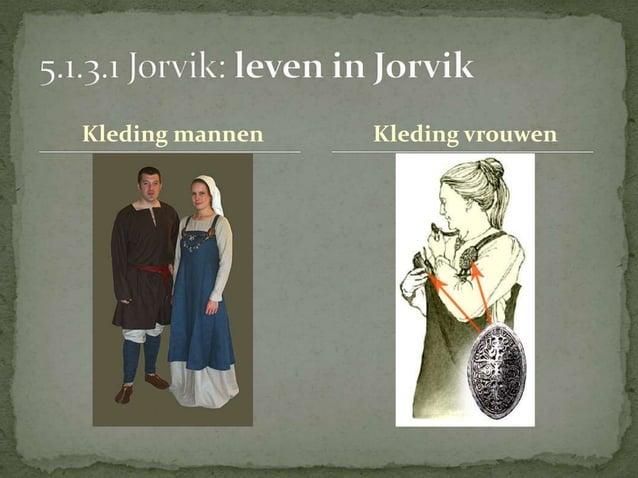 in totaal 5 Vikingschepen  in 1962 opgegraven in de  Roskildefjord  lagen er op elkaar en waren  met stenen gevuld  Moeste...
