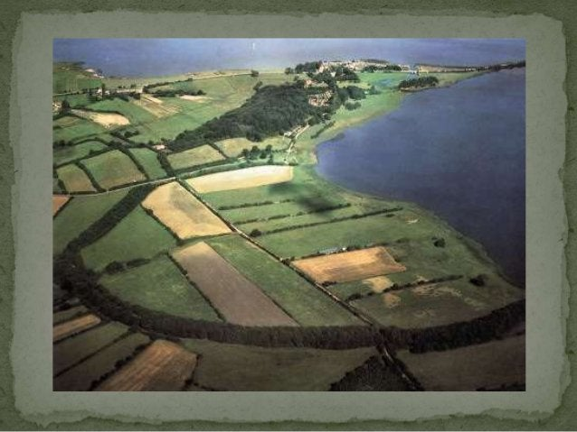 best bewaarde Vikingschip van Scandinavië  in 1904 ontdekt (90 % nog origineel!)  dateert uit de periode 850 à 900  schee...