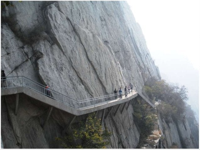 The hike is along a path attached to the side of the rock. And it's all up and down some major stairs. 健行是沿著懸崖邊緣的小徑。上上 下下有...