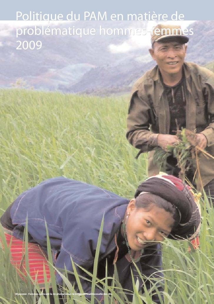 Politique du PAM en matière de problématique hommes-femmes 2009 200)     Myanmar. Femmes cultivant le riz pluvial selon la...