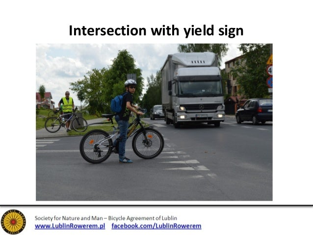 Intersection with yield sign
