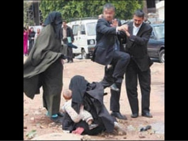 Old muslim women against exhibitionism 5