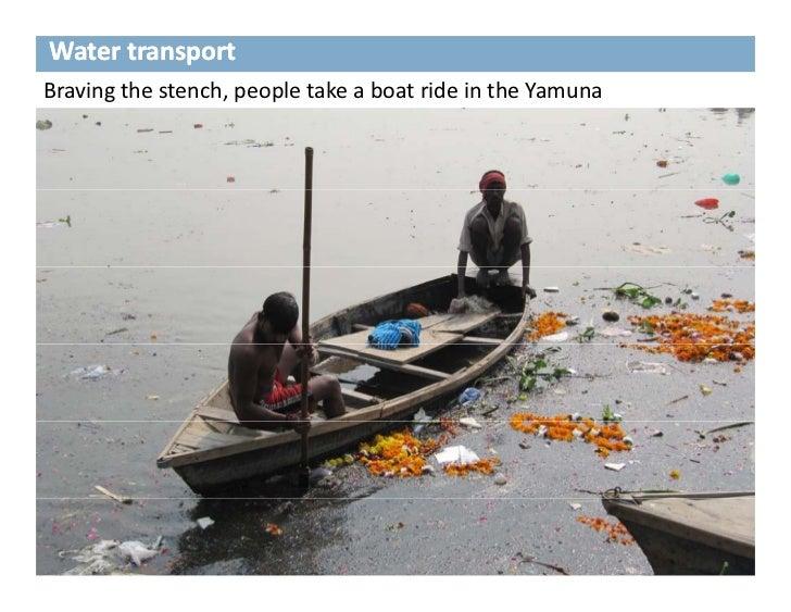 WatertransportBravingthestench,peopletakeaboatrideintheYamuna
