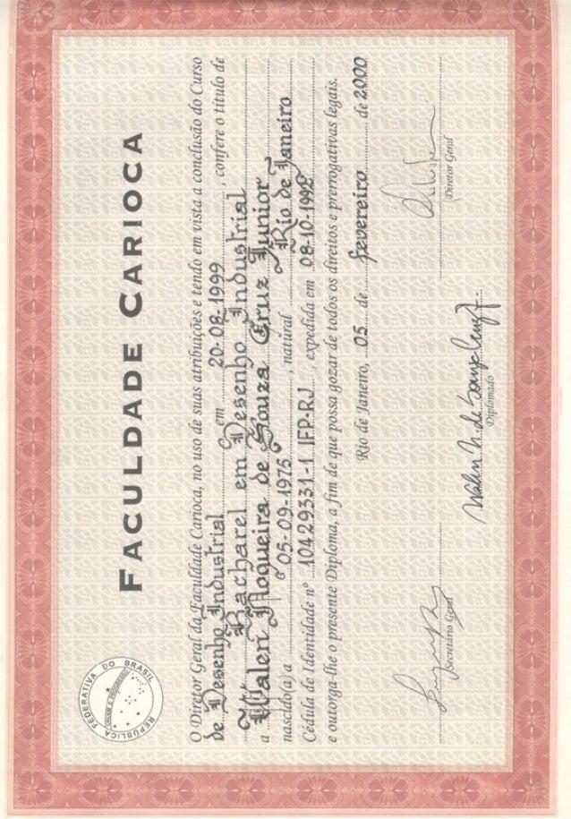 Diploma: Bacharel em Desenho Industrial